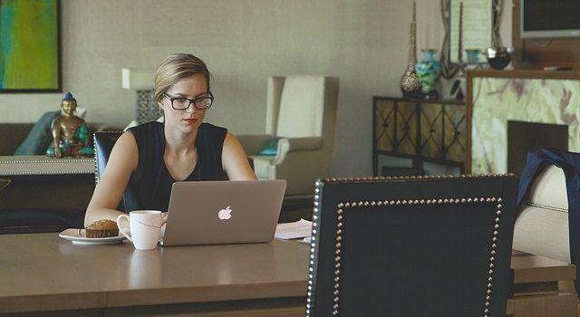 仕事を探す主婦の方必見!在宅ワークに役立つおすすめブログ8選を紹介!